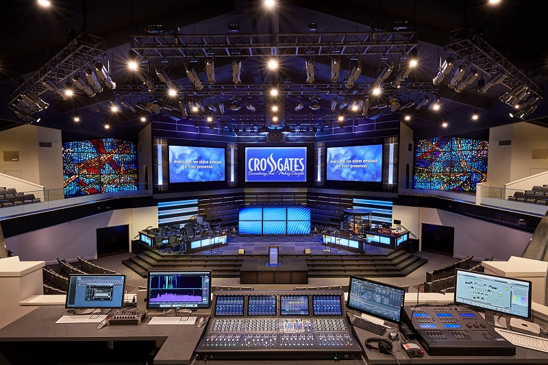 Crossgates Baptist Church in Brandon, Mississippi, featuring a RoomMatch® loudspeaker system from Bose Professional.