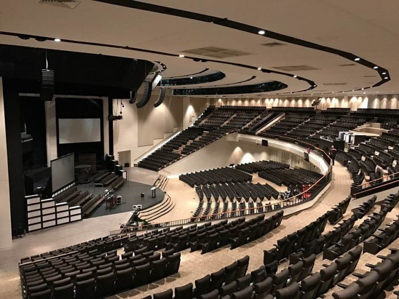 Arkansas Church's Fan-Shaped Auditorium Gets Clarity and Coverage