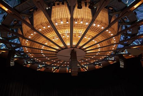 The system as installed at Cologne Philharmonic Hall, is based on main left-right arrays of seven each LEOPARD line array loudspeakers with 11 LEOPARD at the center.