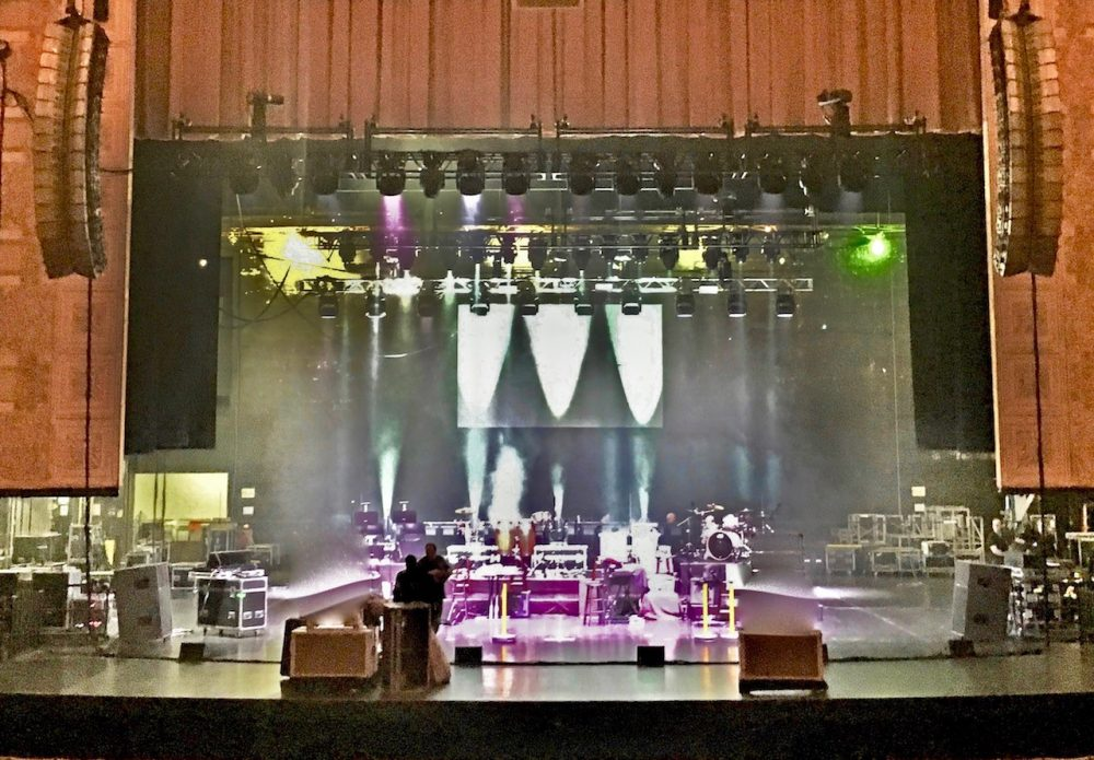 Known for deploying NEXO and Yamaha gear for Gand gigs, the crew set up this particular theatre with NEXO GEO T line arrays and RS18 Ray Subs powered through Yamaha T5n amplifiers.
